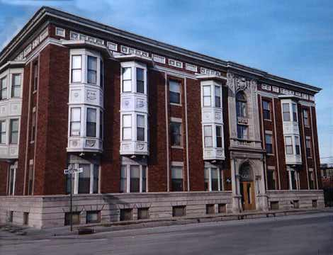 Well-maintained historic apartment building in Indianapolis, Indiana